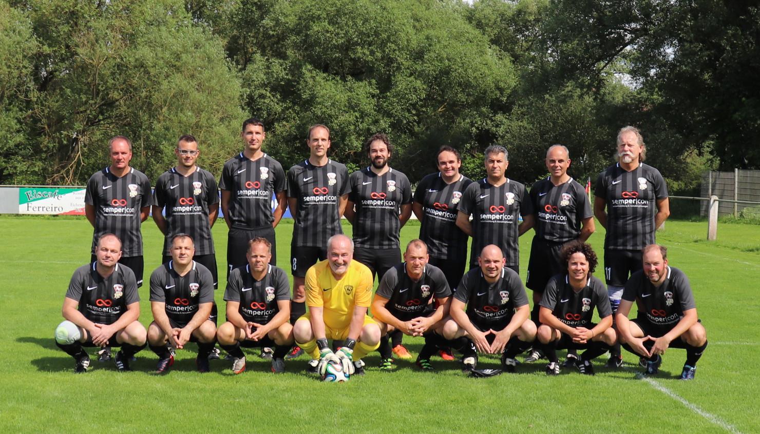 Alte Herren am 15.06.2019 vor dem dem Spiel gegen die Offenbacher Kickers